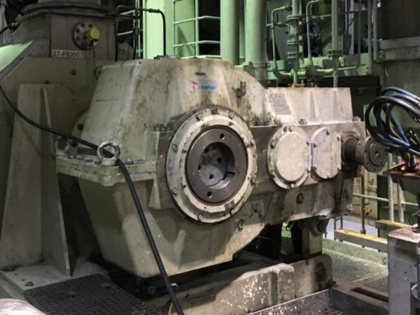 Metso/Santasalo gearbox (at drain press) ), type 3TC530N, before remanufacturing